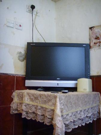 Qianyue Inn: 电视--只有4个频道