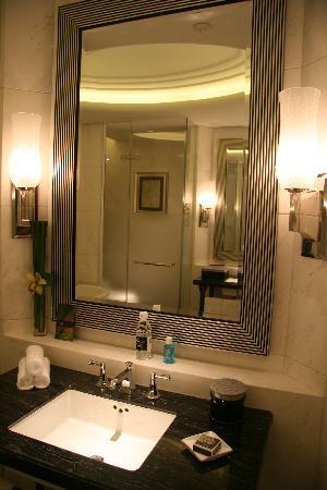 Fairmont Peace Hotel : BATHING RM