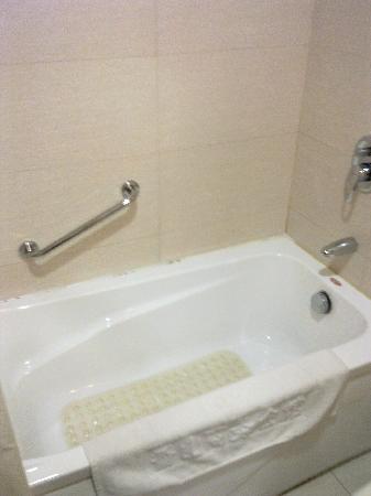 Ternary Xiangshan Business Hotel: 浴缸