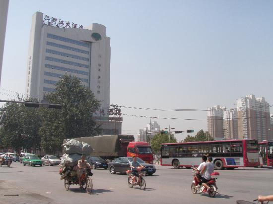 Zhejiang Hotel: 临街路