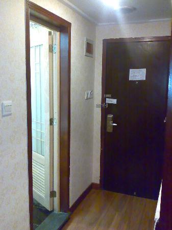 Phoenix Holiday Hotel: 过道