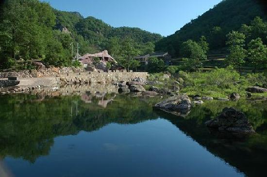 Jiyuan, China: 2010063009345290721