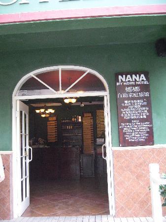 Nana Inn (Yangshuo West Street): 门口