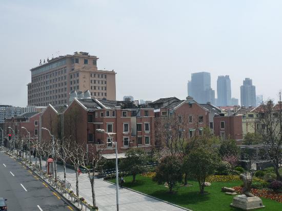 Yan'an Hotel : 从天桥上看延安饭店