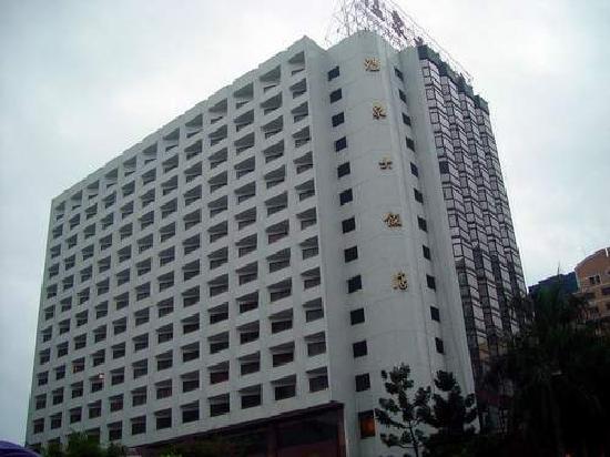 Hot Spring Hotel: 大门