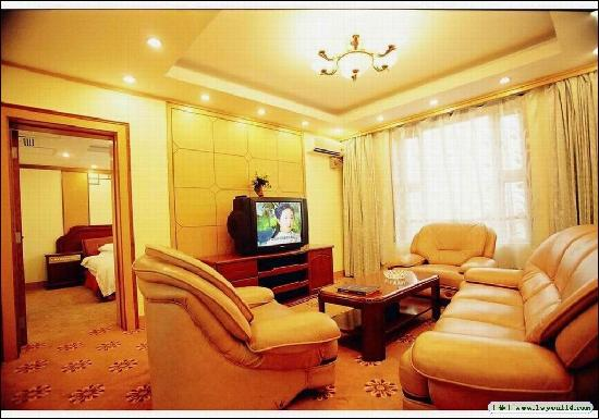 Guoyi Hotel : 宾馆套间