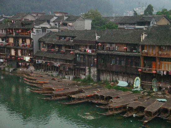 Tuojiang Ancient Street: 沱江 小船
