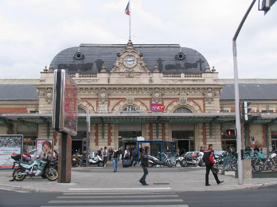 Niza, Francia: 在这里可以买到巴黎的法国高铁TGV,途径土伦、图卢兹、马赛。