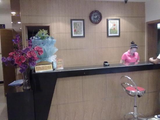 An-e Hotel Nanchong Wuxing Huayuan: 酒店前台