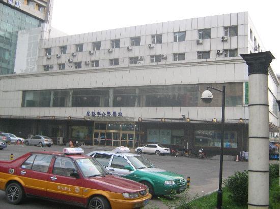 Jinjiang Inn Changchun Quan'an Square Airport Shuttle: 从旧店就看见大巴站了