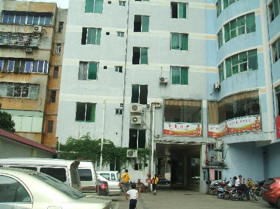 Home Inn Hezhou Lingfeng Square
