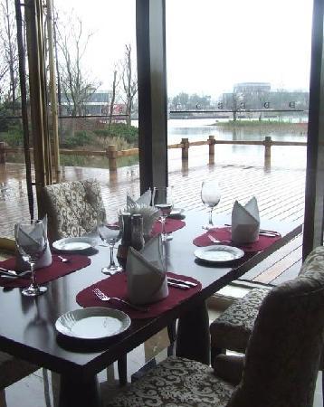 Duxi Tianli Fudu Qingfengyuan Hotel: 湖景餐厅