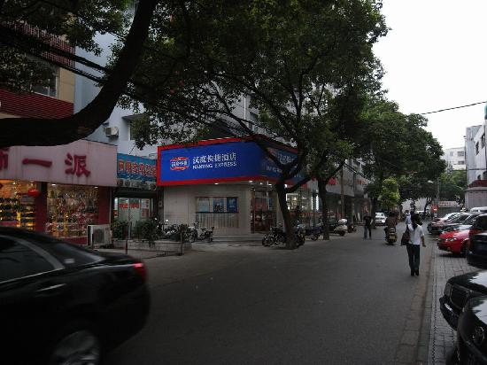 Hanting Express Jiangyin Sima Street): 酒店门口就是司马街