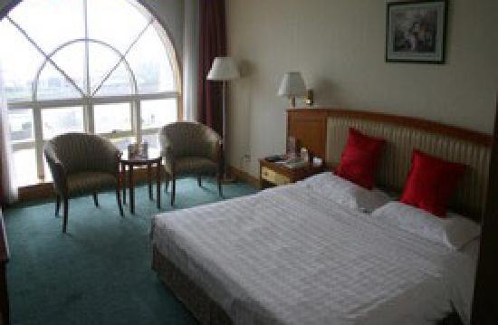 Vienna Hotel: 海景大床房是很奢侈的,价格很贵