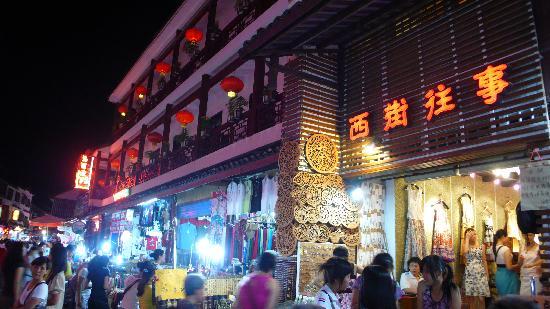 Linjiangge Hostel : 客栈附近的西街夜景