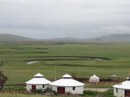 内蒙古自治区陈巴尔虎旗: 蒙古包和莫尔格勒河