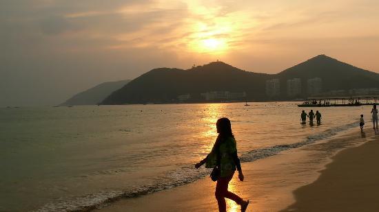 Clover Hostel Dadonghai Jinmao: 三分钟就到大东海 看日落很方便