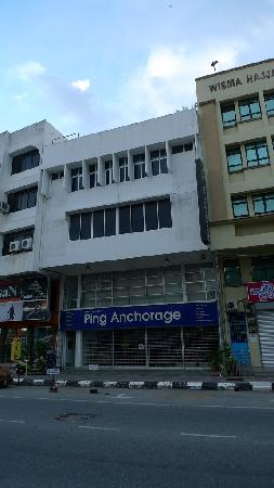 Ping Anchorage Travellers Inn : 就在这栋楼里面