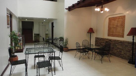 El Rico Suites Apartelle: 酒店大堂