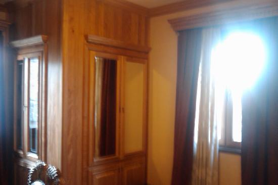 Hotel Brilant Antik: 房间MINI酒吧