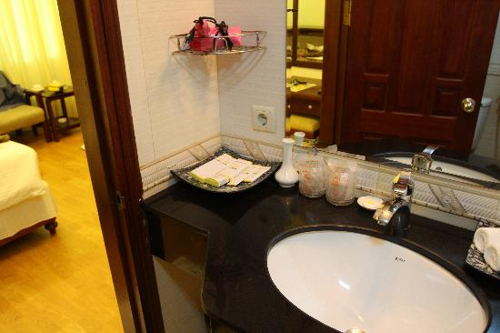 Hanoi Dolphin Hotel: 卫生间
