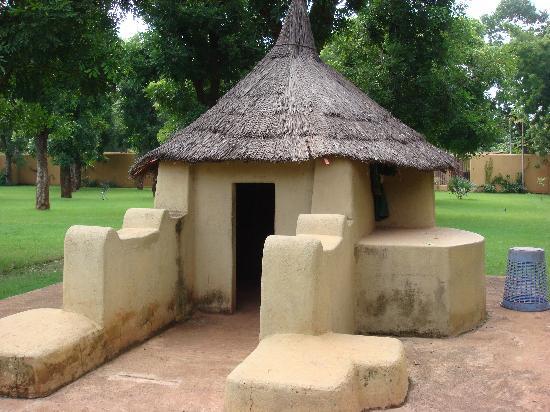Bamako Sights : 马里博物馆室外陈列的民居建筑微缩景观