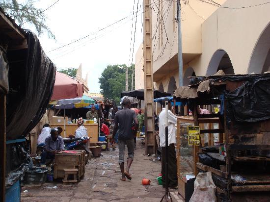Bamako Artisan Market : 徜徉在市场内部的街道(1)