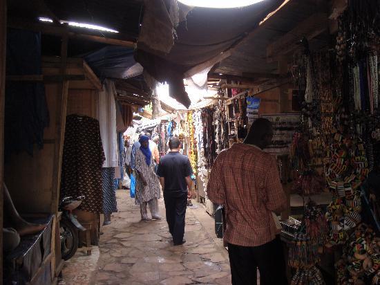 Bamako Artisan Market: 徜徉在市场内部的街道(2).