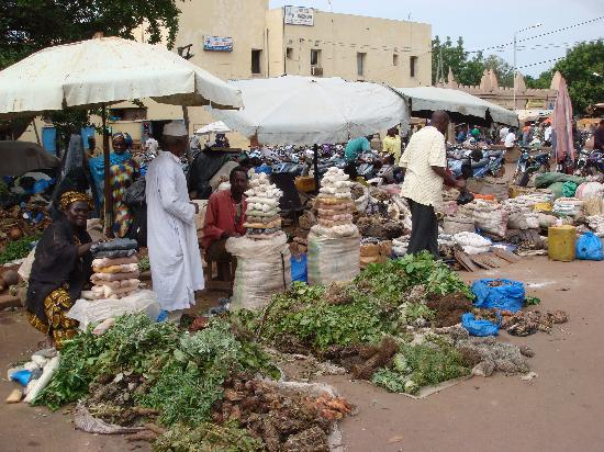 Bamako Artisan Market: 贩卖蔬菜香料的地摊