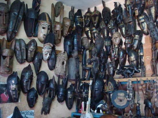Bamako Artisan Market: 黒木面具