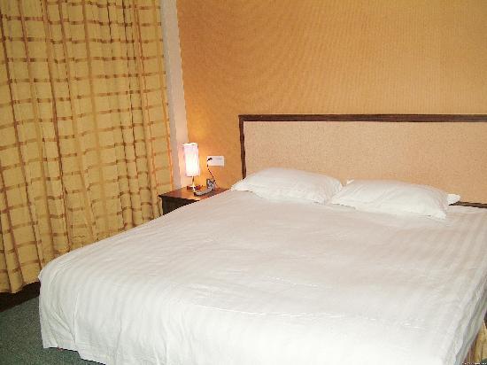 7 Days Inn (Kunming Wujing Road) : 七天大床房
