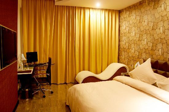 Happy Sunny Hotel
