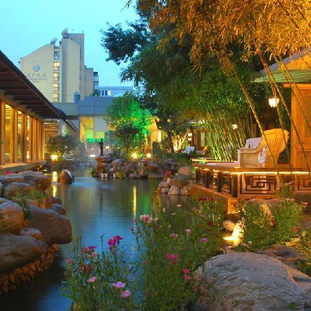 Beijing Jianguo Hotel: 酒店花园