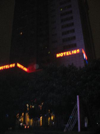 Motel 168 Guangzhou Avenue: 酒店外观