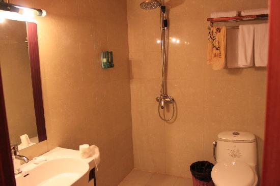 Jinlong Mountain Resort: 卫生间很干净
