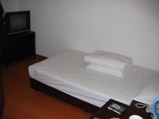 Jingyue 99 Inn Shanghai Jiangzhen: 完全开放的洗手间