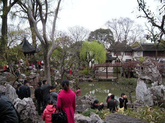 Humble Administrator's Garden: 这是留园,拙政园我都没兴趣拍了,想象一下比这多三倍,五倍的人吧