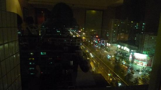Zhongyang Business Hotel: 窗外