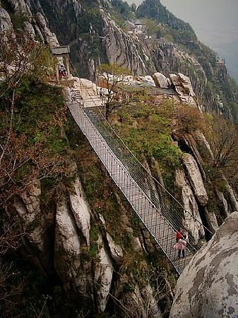 Sanhuang Village Scenic Resort: 三皇寨的吊桥