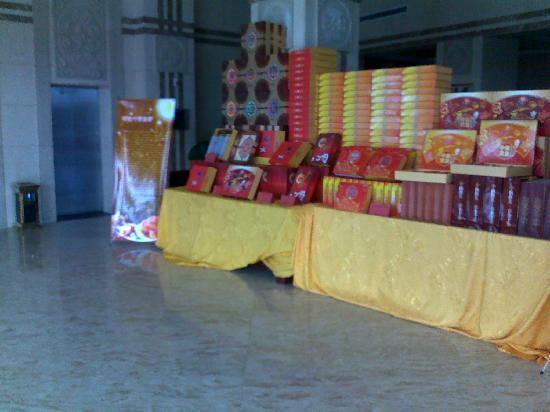 Suqian Zhong Shan Scenery Hotel: 大堂一角-已有中秋节的气氛