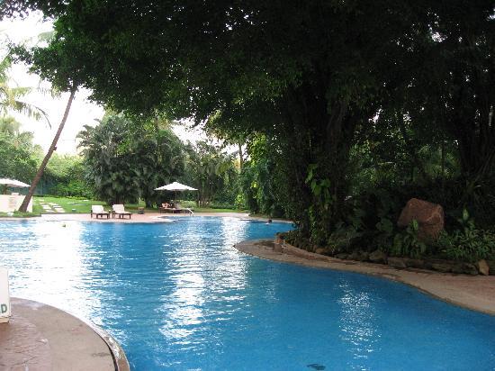 Мумбаи (Бомбей), Индия: 富人的漂亮泳池