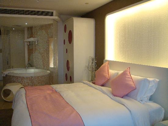 Grand Metropark Yuantong Hotel: 一片粉红