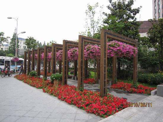 Green Tree Inn Shanghai Pudong Expo Village Business Hotel: 酒店外景色