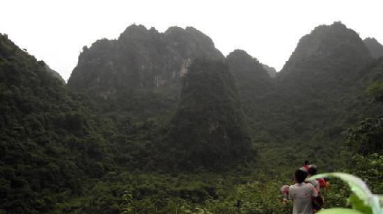 Tiandeng County, China: 天等县三合康复村进村路途