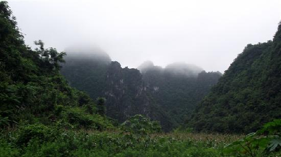 Tiandeng County, China: 远眺天等县三合康复村