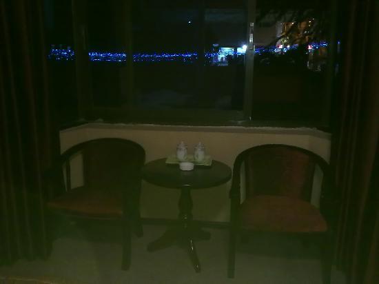 Minzu Hotel: 从窗外望去夜色很没。