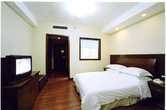 Sunshine Hotel: 房间 电视机有点老式了