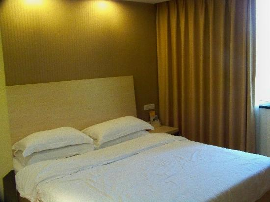 An-e 158 Hotel Chengdu Fuqin: 1米8的大床