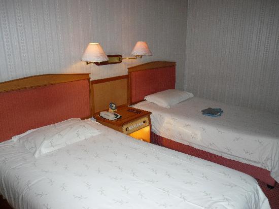Xinhuang Hotel : 床