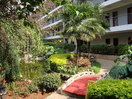 Spring City Inn(Jixie) : 酒店内部像个小花园